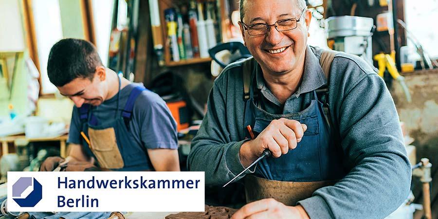 Betriebsnachfolge im Handwerk: Meister und Lehrling bei der Arbeit