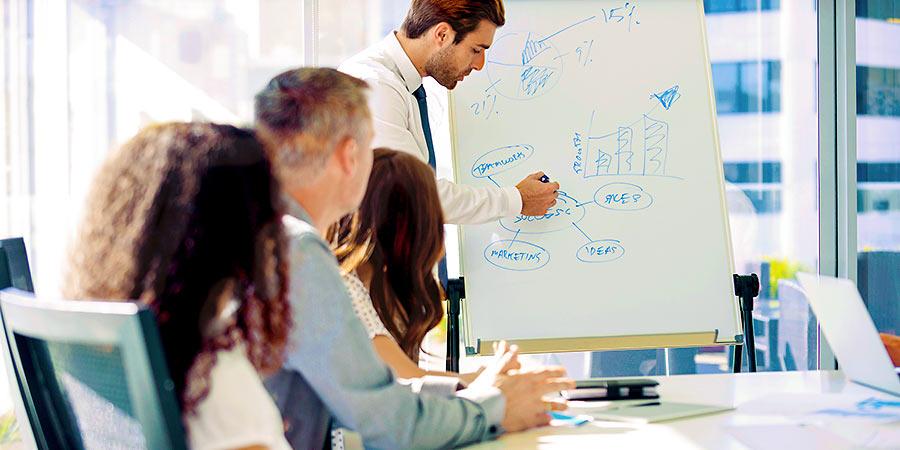 Teambesprechung: 5 Gründe für den Unternehmensverkauf