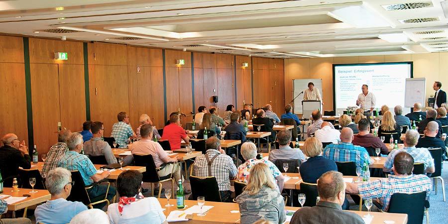 Die Fachexperten für Unternehmensnachfolge von INTAGUS beim Bundesverband für Holztransportgewerbe.