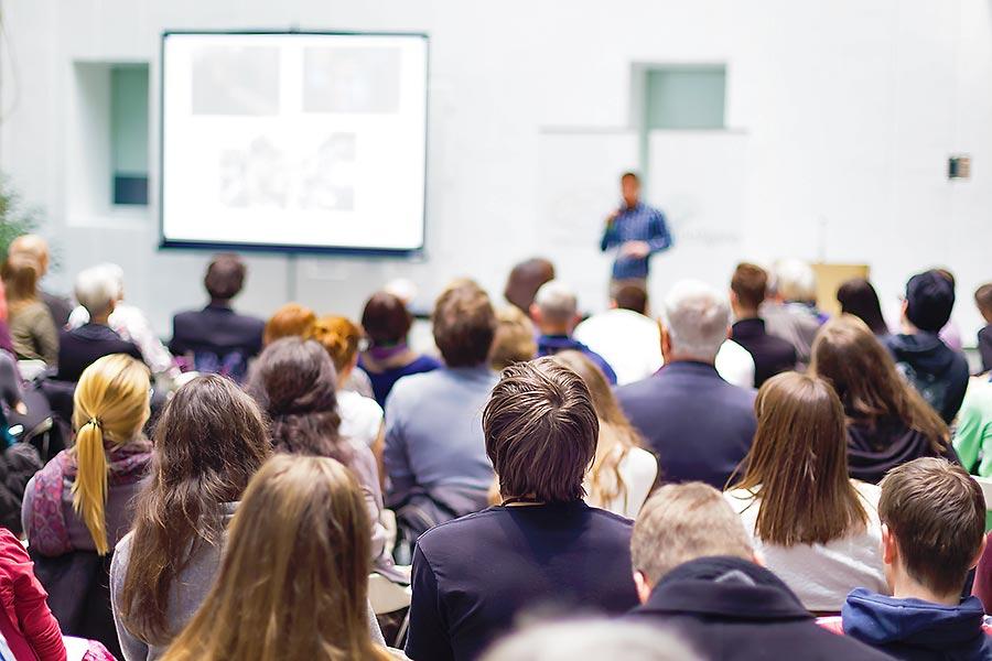 FOM Berlin präsentiert KCE auf Unternehmermesse deGUT
