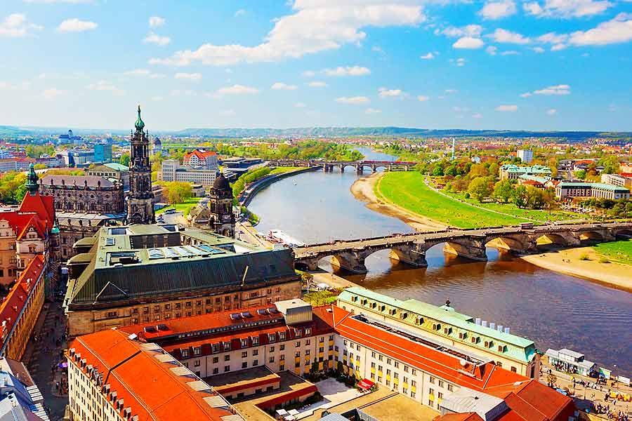 Region Sachsen: Blick auf Dresden - INTAGUS unterstützt bei der Nachfolge