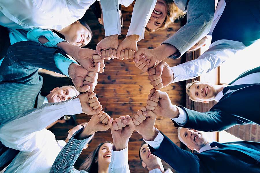 Karriere: Team hält die Hände zusammen