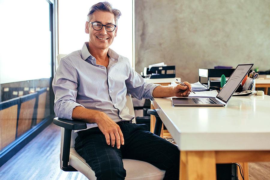Zertifizierung Datenschutz Mann im Büro